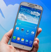 Samsung Galaxy S4 keeps calm, carries on with big screen, 8-core chip and, yes, eye tracking